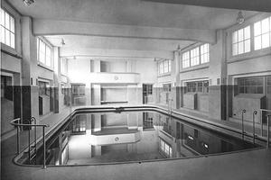 Schwimmbad im Stade Français, Paris mit DLW-Linoleumboden, 1930er-Jahre.