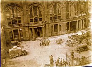 """Der Nibelungensaal des Veranstaltungszentrums """"Rosengarten"""" in Mannheim 1918 mit zurückgekehrten Truppen. Abends fanden hier auch während der Grippe-Epidemie im Oktober 1918 regelmäßig Konzerte statt."""