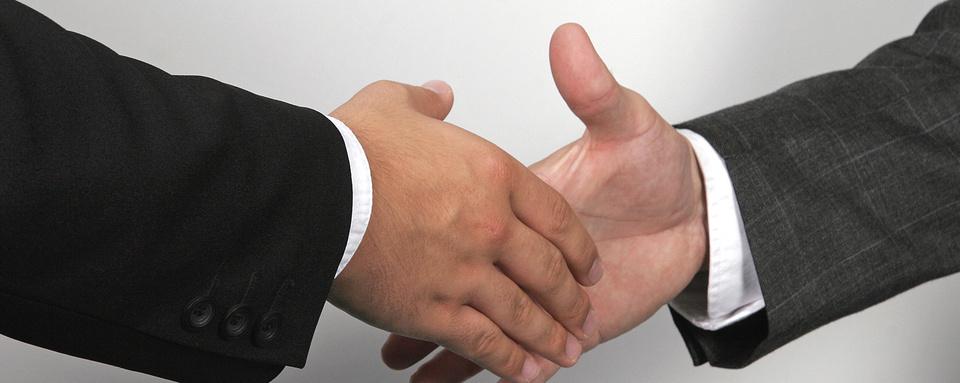 Motiv: sich die Hand geben
