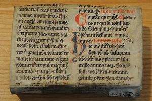 Ein Buch aus dem Kloster Buxheim beim Memmingen nutzt ein liturgisches Fragment aus dem 13. Jahrhundert als Einbandbezug.