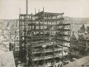 Der Stahlhochbau war eine weitere Spezialität der Maschinenfabrik Esslingen. Hier entsteht Stück für Stück Stuttgarts großes Kaufhaus Breuninger im Jahre 1930. (Foto: Wirtschaftsarchiv Baden-Württemberg)