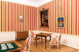 Konferenzzimmer des Kurfürsten mit Streifentapete (Foto: SSG, Uschi Wetzel)