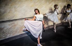 Frau in einer Ballettpose