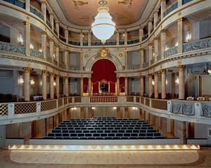 Der Zuschauerraum des Ludwigsburger Schlosstheaters mit der großen Königsloge für Friedrich I.