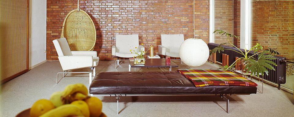 Wohnzimmer der 1960er-Jahre im modernen Bungalow.