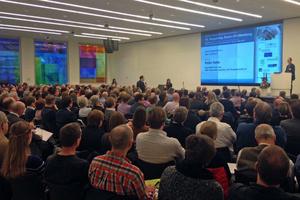 Foto vom 18. Vergabetag: Blick übers Publikum bei einem Vortrag