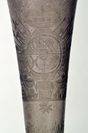 Glaskorrosion hat dieses Sektglas aus Schloss Favorite gezeichnet (Foto: SSG)