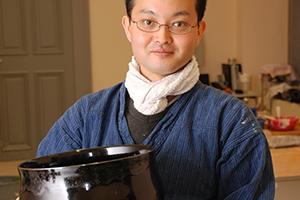 Der Keramikkünstler Kenji Fuchiwacki