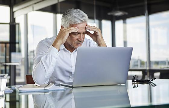 Wenn Arbeitnehmer längere Zeit krank sind, können sie anschließend wiedereingegliedert werden.  Foto: dpa/Westend61
