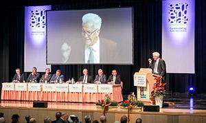 Ministerpräsident Winfried Kretschmann spricht auf der Mitgliederversammlung des Gemeindetags. Foto: dpa