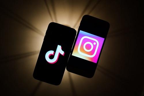 Wer nicht weiß, wie Instagram Reels aussehen könnten, kann sich von der Videoplattform TikTok inspirieren lassen,  sagt Kolumnistin Daniela Vey. Kommunen sollten Reels nutzen, da sie unter anderem für mehr Reichweite sorgen,  Foto: dpa/NurPhoto