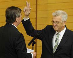 Winfried Kretschmann (Grüne) wird zum neuen Ministerpräsidenten vereidigt. Foto: Staatsministerium