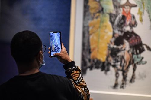 Museen können ihr Besucher auf eine virtuelle Führung mitnehmen, sagt Vey. Foto: dpa/ Xinhua News Agency | Pu Xiaoxu