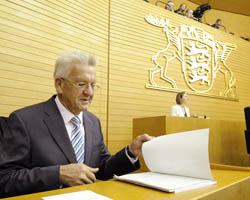 Zwei Wochen nach seiner Wahl zum Ministerpräsidenten durch die Landtagsabgeordneten hält Winfried Kretschmann (Grüne) seine erste Regierungserklärung. Foto: ddp images/dapd