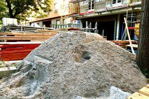 Sand als Baustoff ist gefragt. Der Rohstoff wird im Land selbst gewonnen. Foto: Leja
